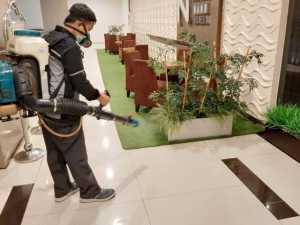 Penyemprotan disinfektan pada mall