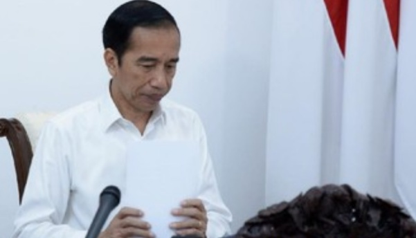 Presiden Jokowi menandatangani PP Tapera. PP itu akan memotong gaji PNS dan pekerja swasta, dan mandiri, untuk membayarkan iuran Tapera. (Foto/Kris-Biro Setpres).