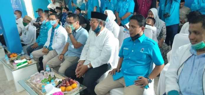 Benyamin Davnie bersama Pilar Saga Ichsan dan Jajaran Pengurus DPD Partai Gelora Indonesia Tangsel Saat Mengawali Launching 54 Rumah Pemenangan Dengan Santunan Bagi Anak Yatim. (Foto/JKW)